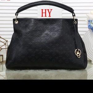 Louis Vuitton artsy bag